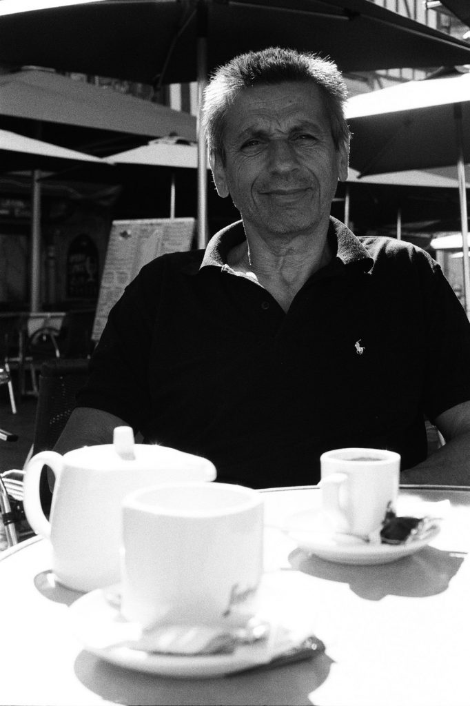 Prendre un café Place du Bareuzai, Dijon, Europe