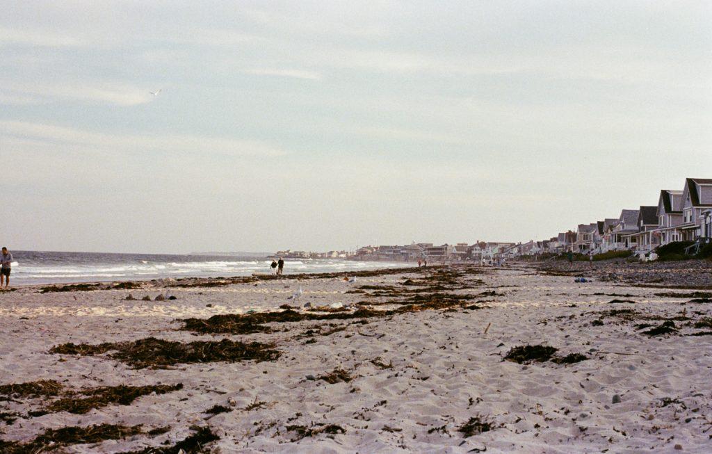 La plage de Wells (Wells Beach) dans le Maine au couché de soleil, photo argentique