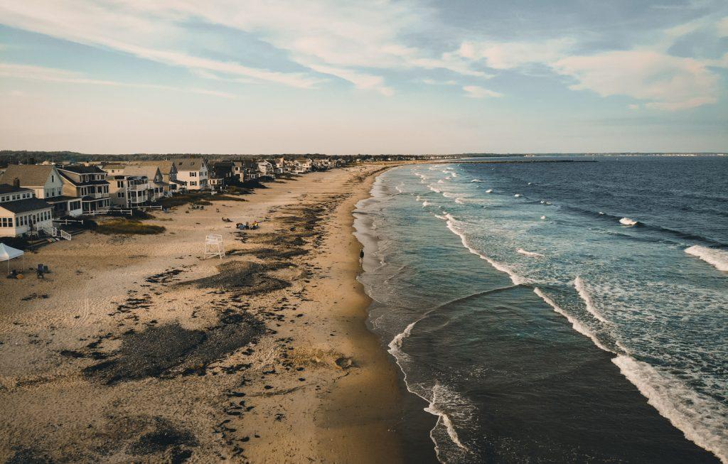 La plage de Wells (Wells Beach) dans le Maine au couché de soleil