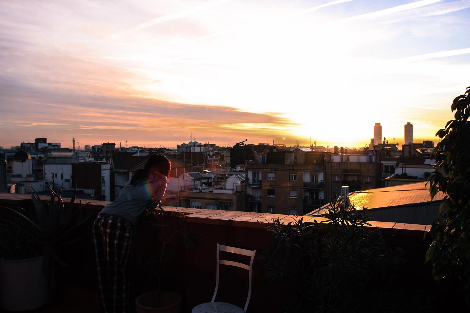 Sur les toits de Barcelone au matin, Côté Hublot