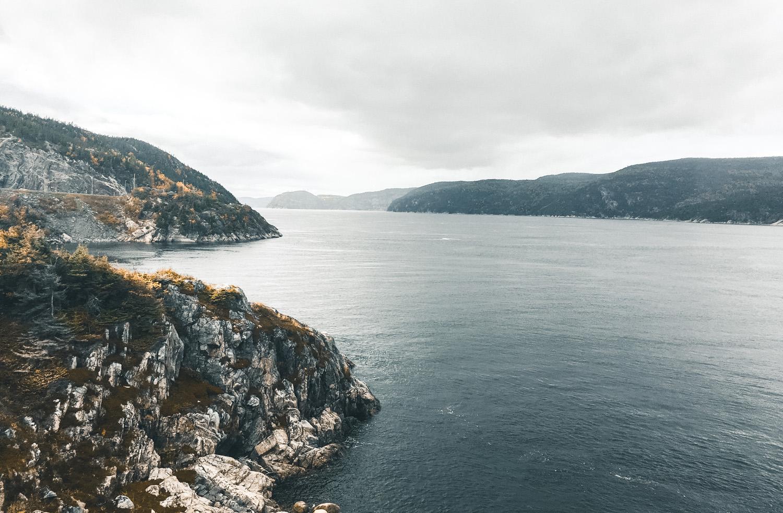 Le Fjord-du-Saguenay depuis le ferry, Côté Hublot