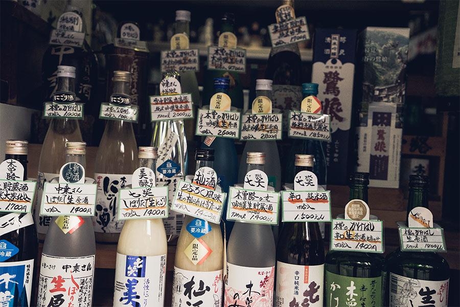 Étalage d'alcools japonais, par Côté Hublot