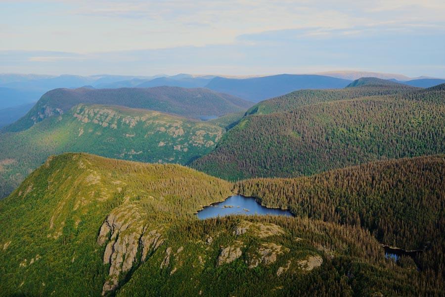 La vue depuis le Pic de l'Aube dans le Parc National de la Gaspésie, par Côté Hublot