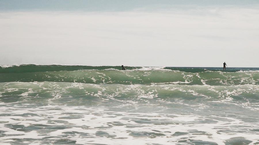 Session de surf à Martinique Beach, Nouvelle-Écosse, par Côté Hublot