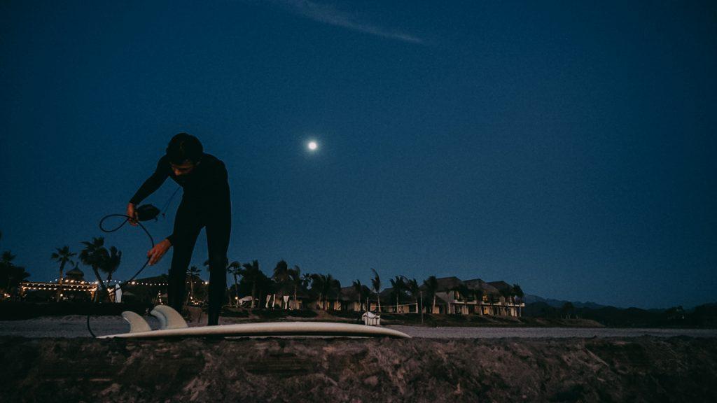Surfer jusqu'à la nuit à El Pescadero, par Côté Hublot