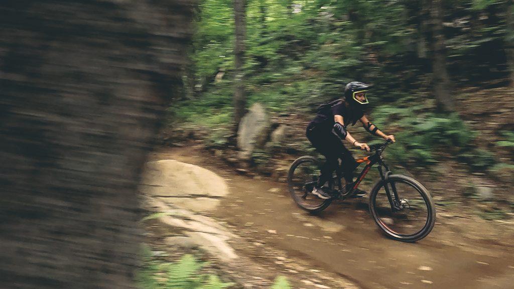 Sur les sentiers de vélod e de montagne à Bromont